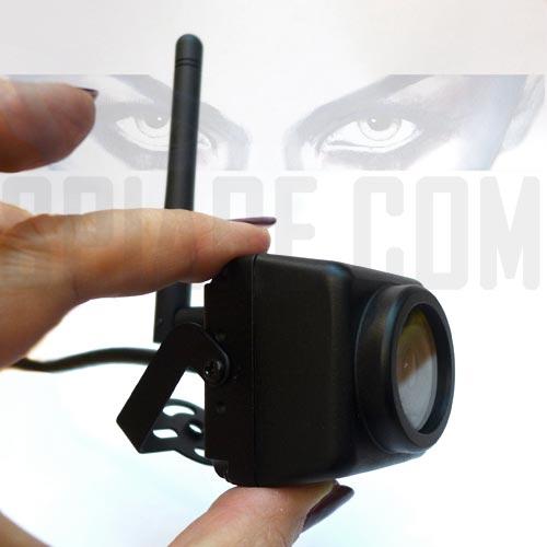 Mini Telecamera con Led Infrarossi invisibili da Esterno Wifi