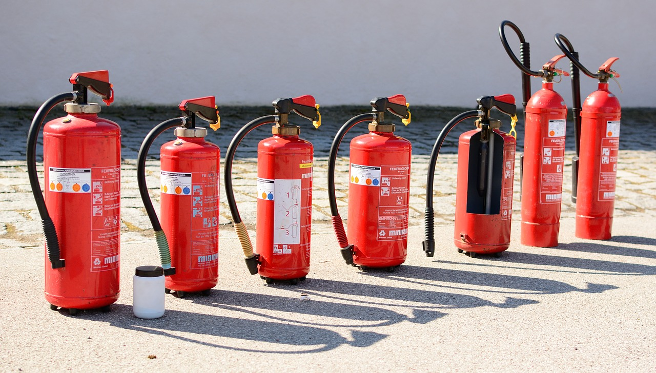 Tipi di estintori: come utilizzarli in caso di incendio | UrbanPost